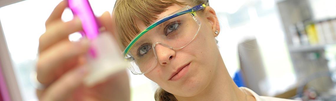 Labor, Technikum, Chemische Produktion